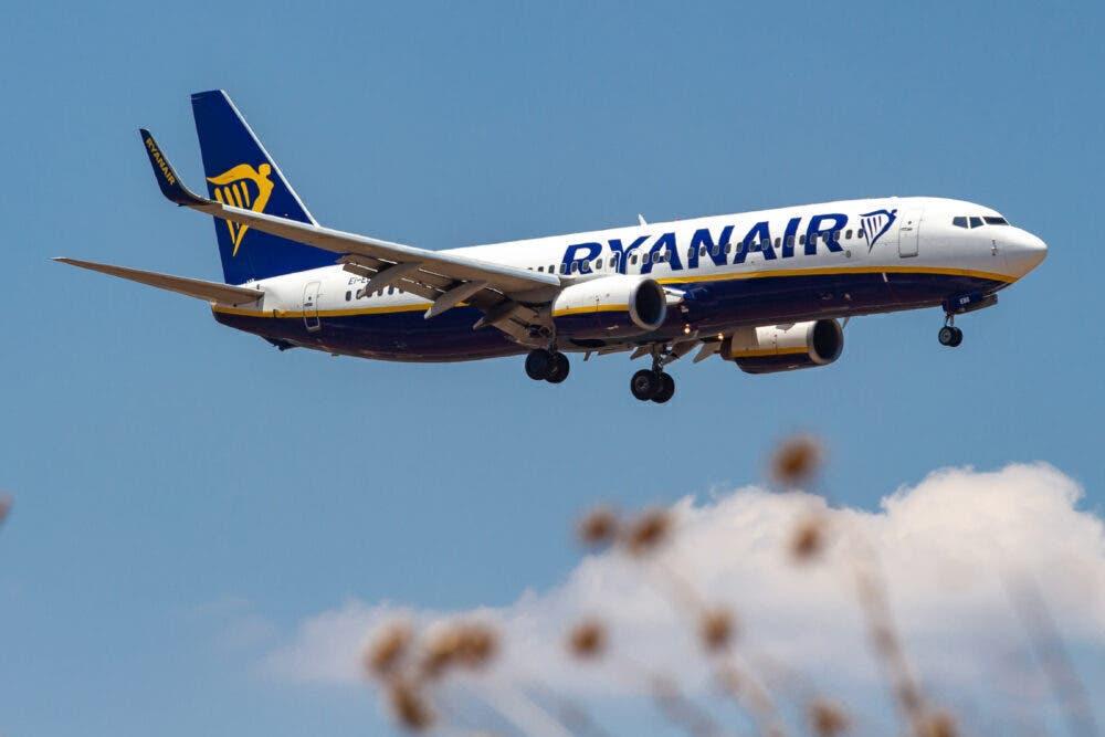 Ryanair Boeing 737-800 Landing